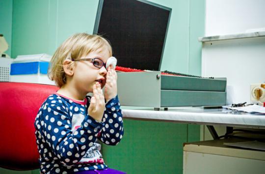 Myopie infantile : sortir plus souvent diminue les risques