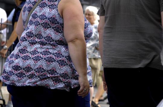 Obésité : boire de l'eau avant les repas pour perdre du poids