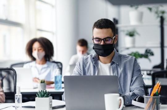 Une personne sur deux est symptomatique lorsqu'elle contamine un collègue sur son lieu de travail