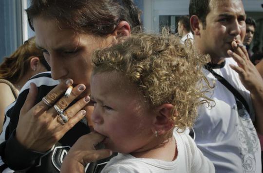 Le tabagisme passif augmente le risque de surpoids chez les enfants