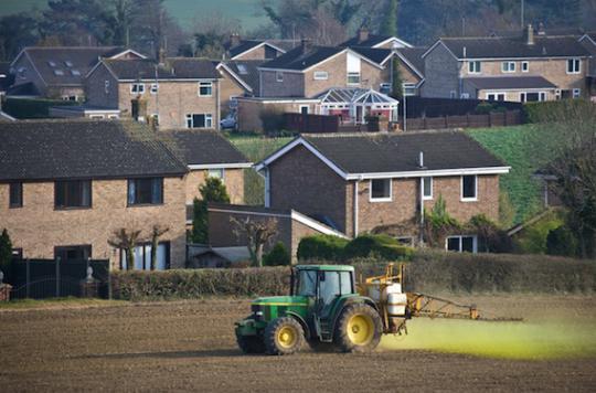 Pesticides : une étude pointe les coûts cachés