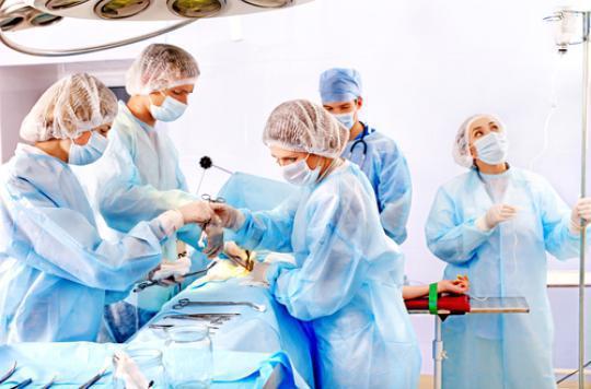Hôpital : les médecins gagnent 4 850 euros par mois