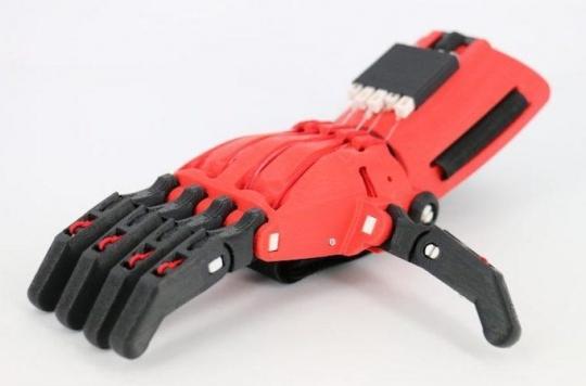 Main en 3D : des collégiens fabriquent une prothèse pour Erwan