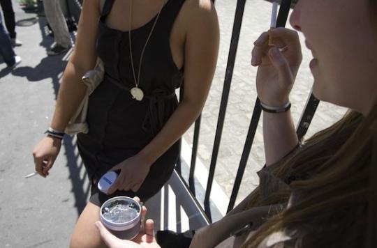 État d'urgence : fumer dans les lycées reste illégal