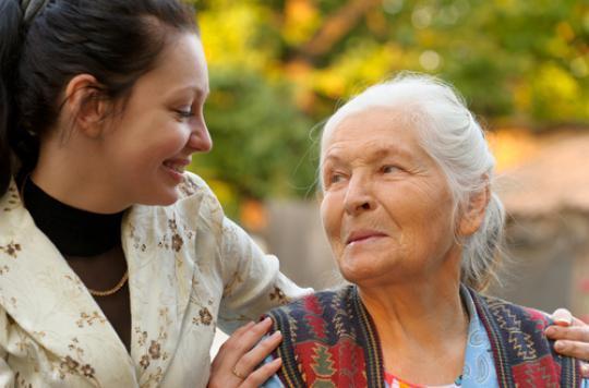 Alzheimer : un bracelet connecté pour maintenir l'autonomie