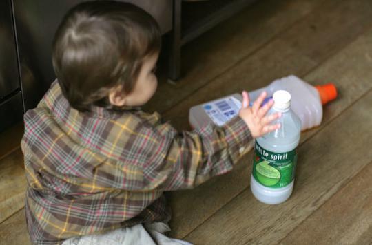 Ingestion de produits dangereux : les recommandations aux parents