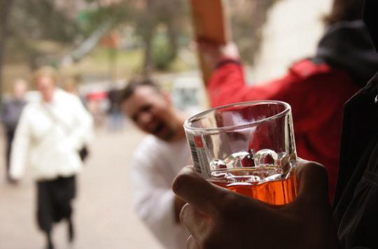 Alcool : les Français réduisent leur budget sur ce poste