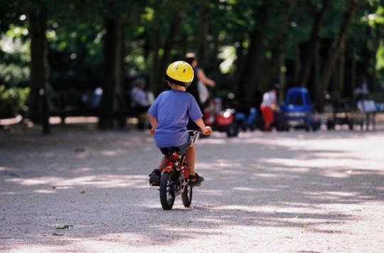 Vélo : le casque obligatoire pour les moins de 12 ans en mars 2017