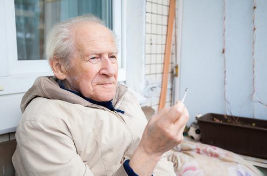 Tabagisme : prendre de la vitamine E augmente le risque de pneumomie