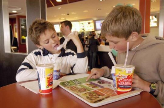 Fast food : des scientifiques appellent à limiter les calories des \