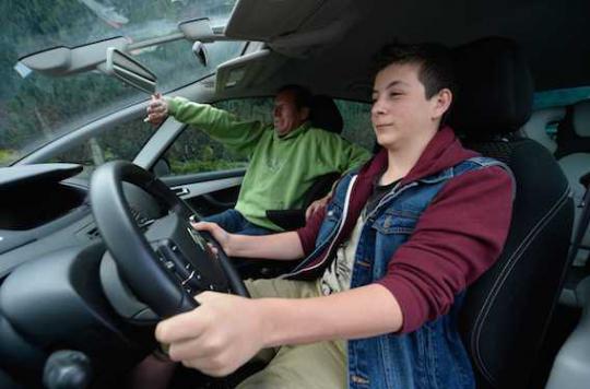 Sécurité routière : les ados prennent plus de risques en l'absence des parents