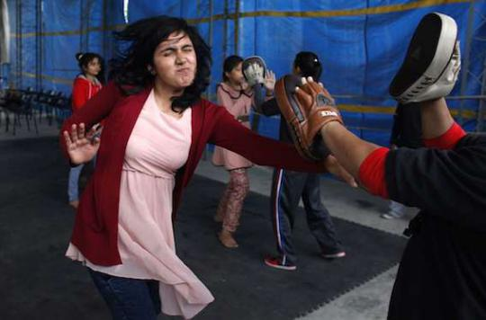 Agressions sexuelles : former les jeunes femmes réduit le risque de viol