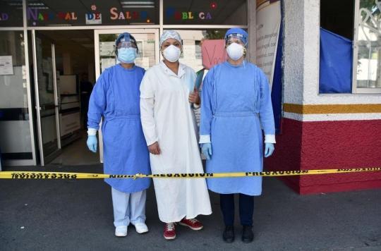 Covid-19 : au moins 7 000 soignants décédés selon une ONG