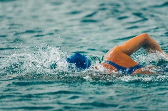 Un plongeon dans l'eau glacée soulage définitivement un homme de ses douleurs chroniques