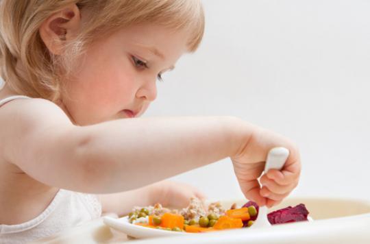Enfants : dîner tard n'accroit pas les risques d'obésité