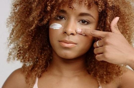 20% des Africaines utilisent des crèmes dépigmentantes : une nouvelle campagne de sensibilisation envahit le métro