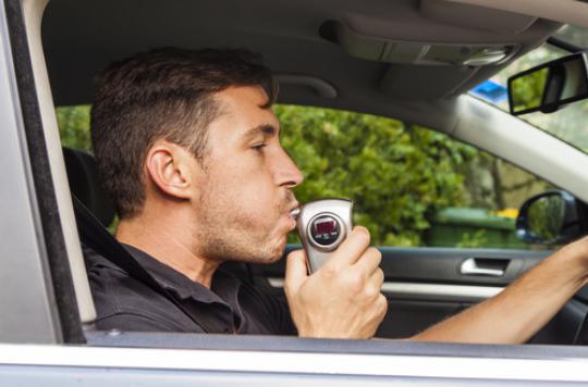 Sécurité routière: l'éthylotest anti-démarrage à l'essai