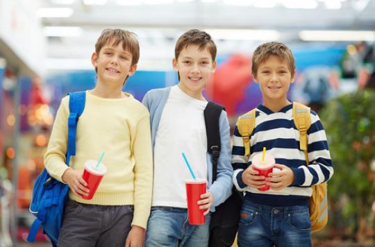 Obésité : les ados anglais boivent une baignoire de soda par an