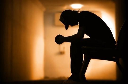 Enfance difficile, puis adolescence délinquante et risque de suicide