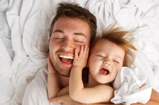 Journée internationale des câlins : leurs bienfaits chez les bébés et sur le stress