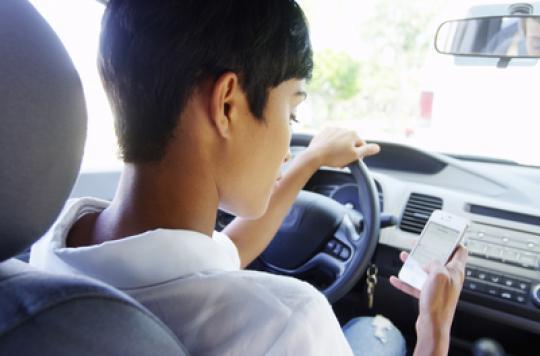 Sécurité routière : 40 % des jeunes écrivent des SMS au volant