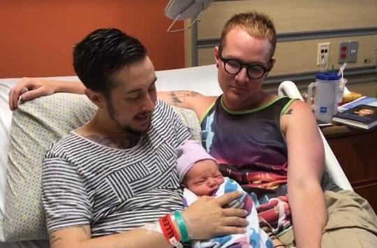 Un Américain a accouché de son premier enfant