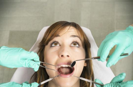 Dentistes : en colère contre le plafonnement des tarifs