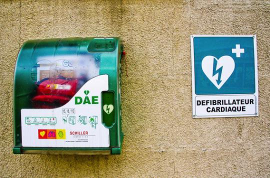 Infarctus : 1 000 défibrillateurs seront déployés dans Paris