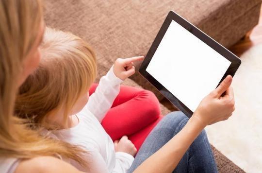 Un enfant trop exposé aux écrans aurait plus de risques de développer des troubles du langage