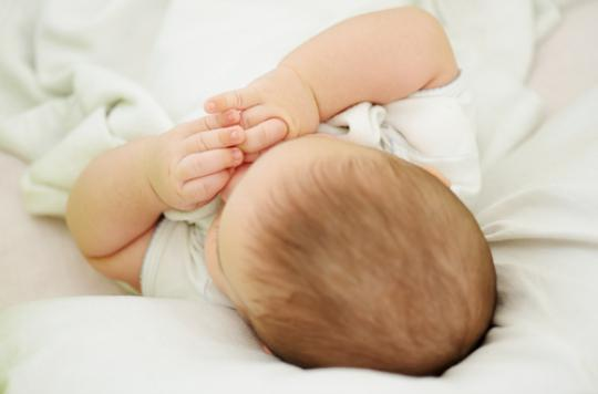 Bébés : dormir dans la chambre parentale réduit le risque de mort subite