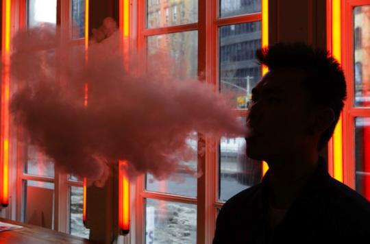 E-cigarette : le vapotage bientôt interdit au travail