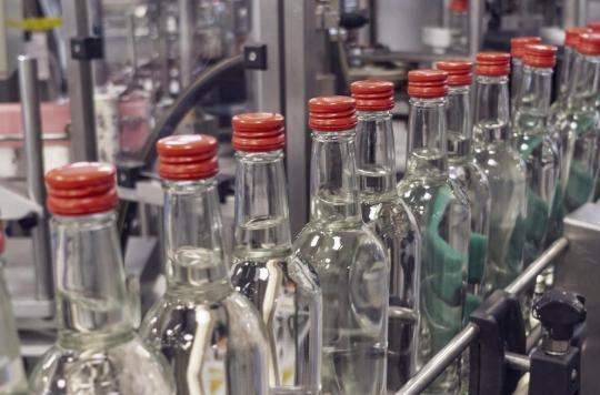 Un viticulteur transforme son vin en gel hydroalcoolique pour sauver son chiffre d'affaires