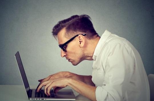 Douleurs au cou : gare à votre position devant l'ordinateur !