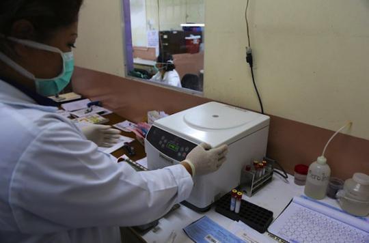 Zika : une chercheuse s'infecte avec une seringue