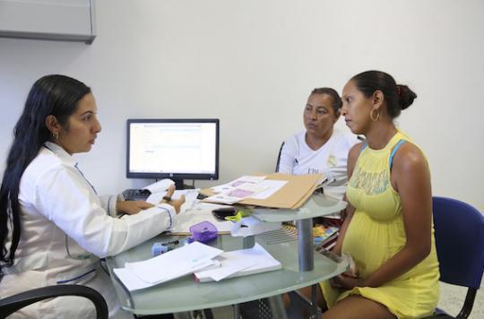 Zika : l'OMS incite les femmes enceintes à éviter les zones touchées