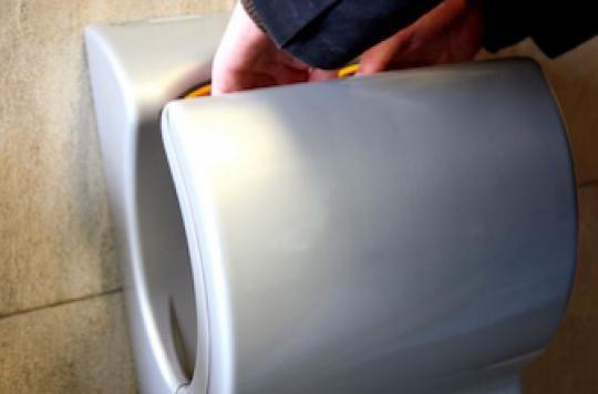 Toilettes : les nouveaux sèche-mains propagent les virus
