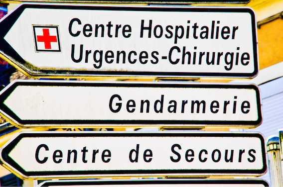 Brest : un vieil homme meurt sur un brancard