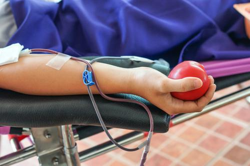 Don du sang : les homosexuels soumis à un an d'abstinence