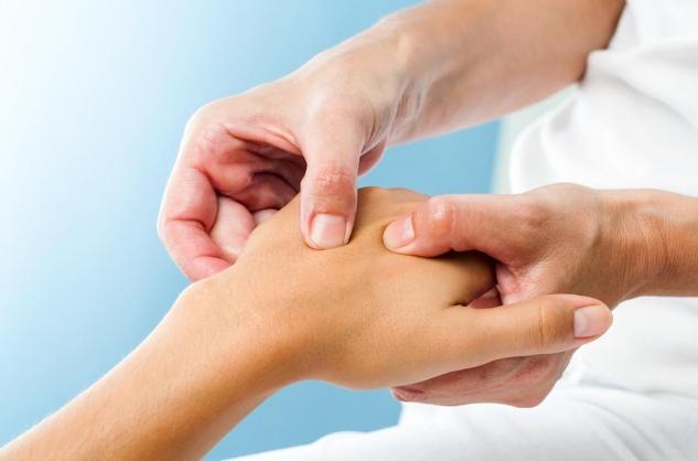 douleurs articulaires mains et pieds