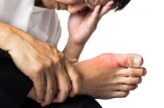 Goutte : l'acide urique bas protège de la douleur articulaire