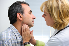 Angine et mal de gorge de l'adulte : la majorité ne nécessite pas d'antibiotique