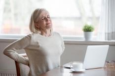 Dorsalgie : la douleur haute du dos vient souvent du cou
