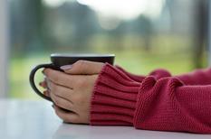 Doigts blancs au froid : le syndrome de Raynaud évolue par crises douloureuses