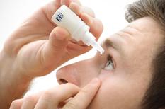 Yeux secs : la sécheresse oculaire permanente impose les larmes artificielles